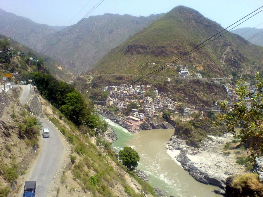 На севере Индии автобус с туристами из РФ упал в реку, есть погибшие