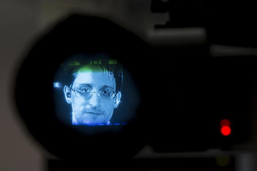 Эдвард Сноуден: США и Великобритания вместе следили за гражданами через мобильные телефоны