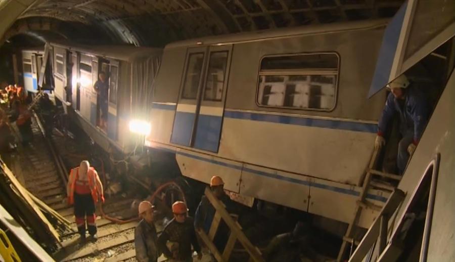 Эксперты считают, что причиной трагедии в московском метро стал технический сбой