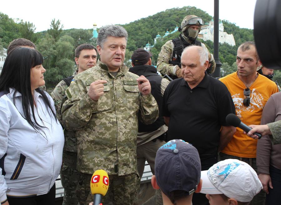 CNN: Учуяв «смрад войны», Порошенко решил «дать миру шанс»