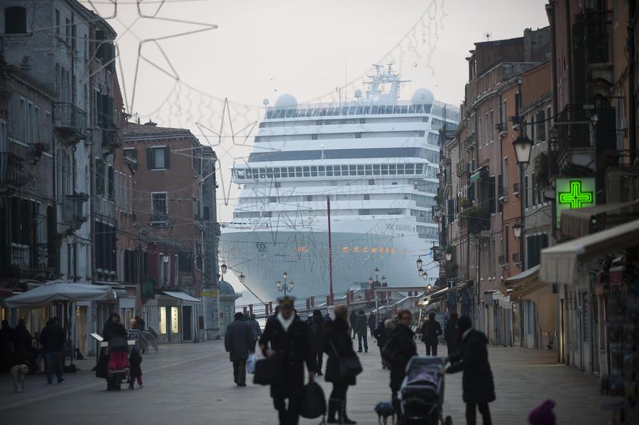 В Венеции ограничат движение круизных лайнеров