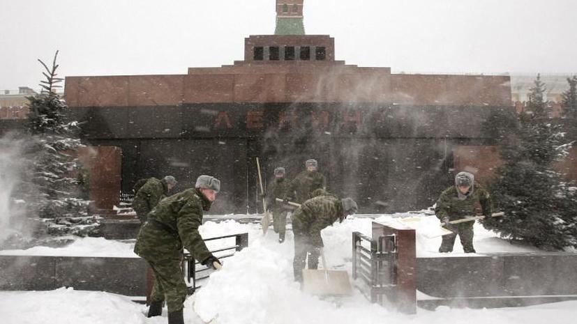 Сибирский пьяница избил офицера Кремлевского полка у мавзолея Ленина