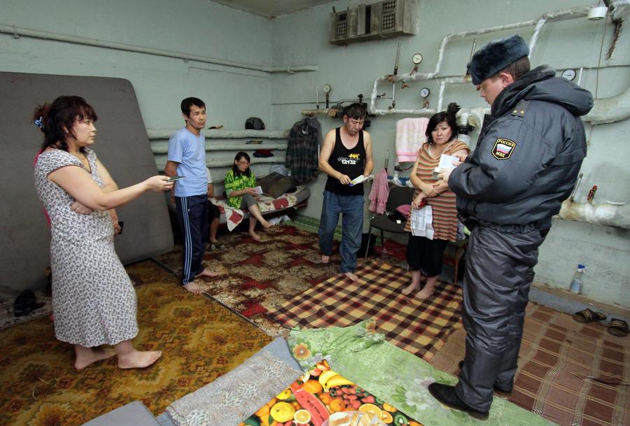 Дмитрий Рогозин: уже в этом году гражданам из стран СНГ потребуется загранпаспорт для въезда в Россию