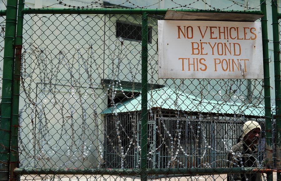 Правозащитники: Британские охранники истязали южноафриканских заключённых