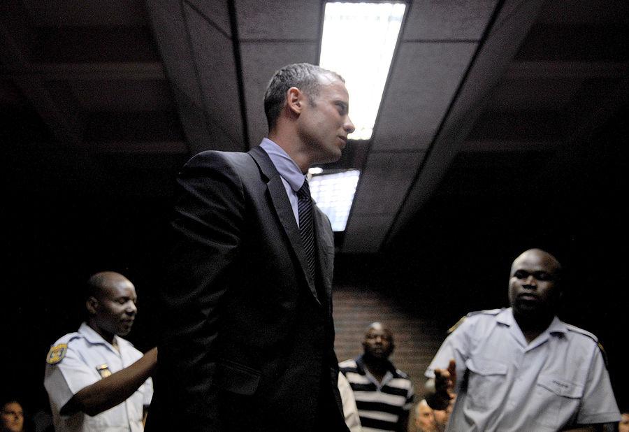 Прокурор: Оскар Писториус расстрелял подругу из пистолета, стоя на протезах