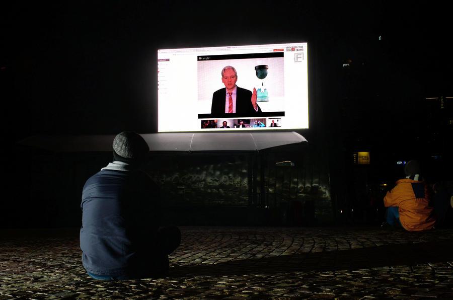 Джулиан Ассанж бросил политику на время спасения Эдварда Сноудена