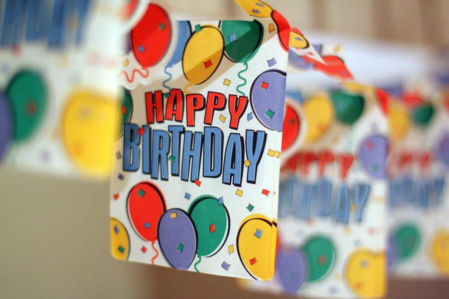 Права на всемирно известную мелодию «С днём рождения тебя» оспариваются в суде