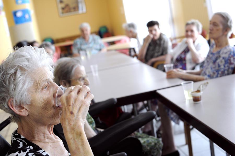Учёные: В Великобритании женщины после 65 лет становятся более склонными к употреблению алкоголя