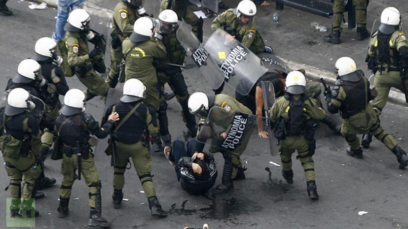 «Прочь из Греции!»: военные прошли маршем протеста по Афинам
