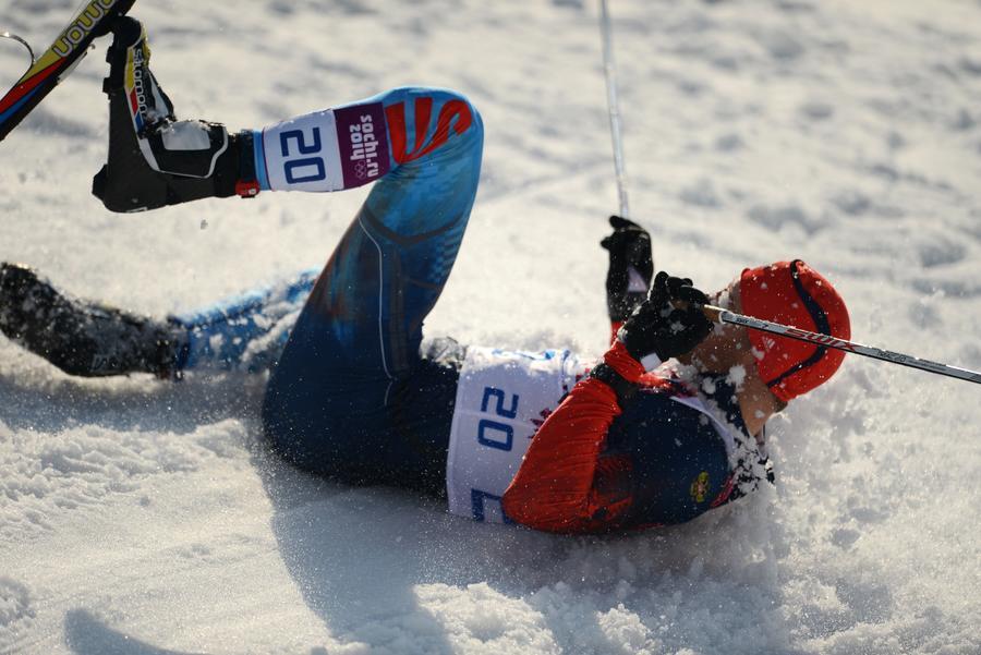 Драматичные падения не позволили российским лыжникам выиграть медали в олимпийском спринте