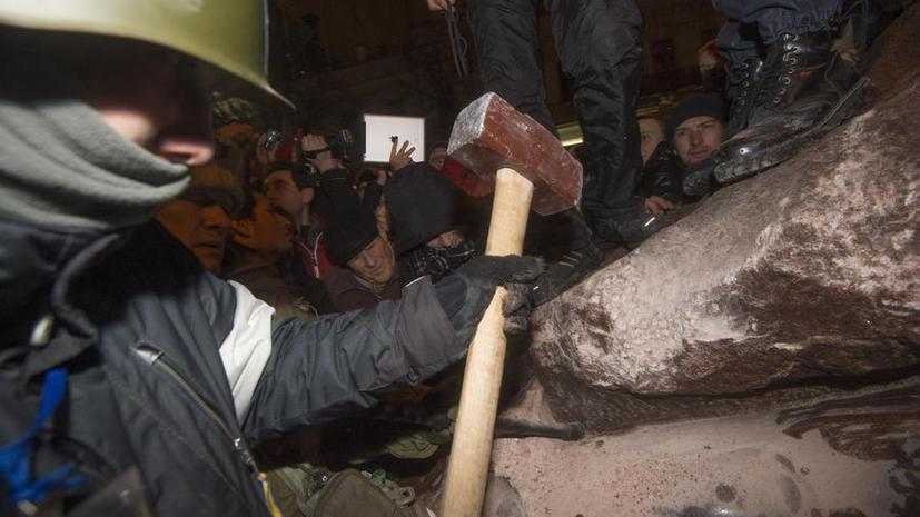 Киевского Ленина продают в интернете на вес