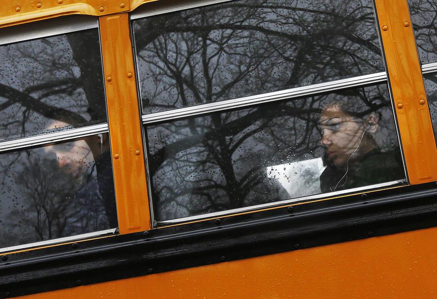 Сотни британских преподавателей обвиняют во вступлении в интимную связь с учениками