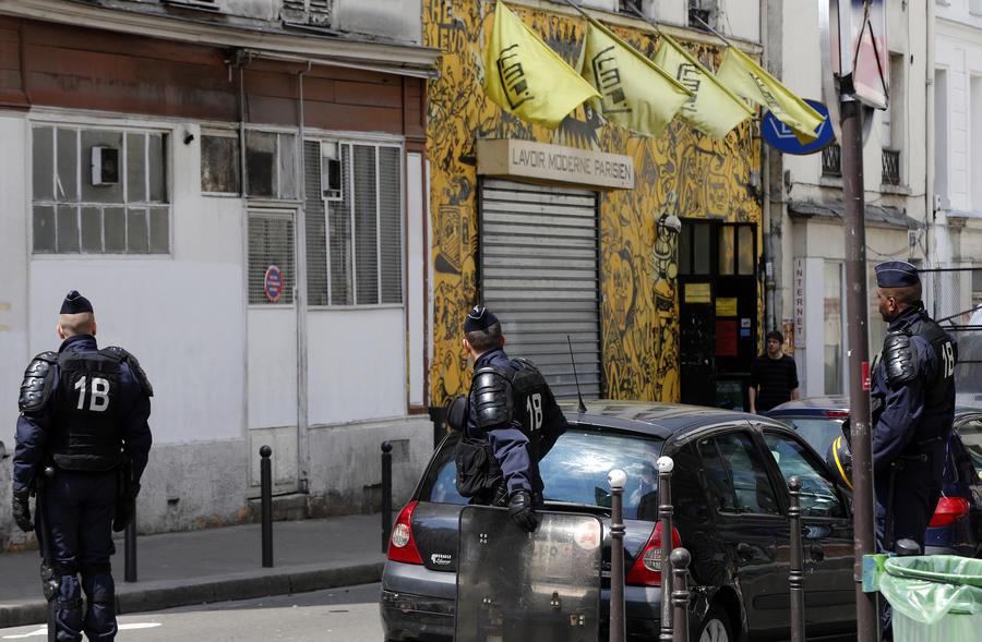 Вслед за Лондоном нападение на военного произошло в Париже