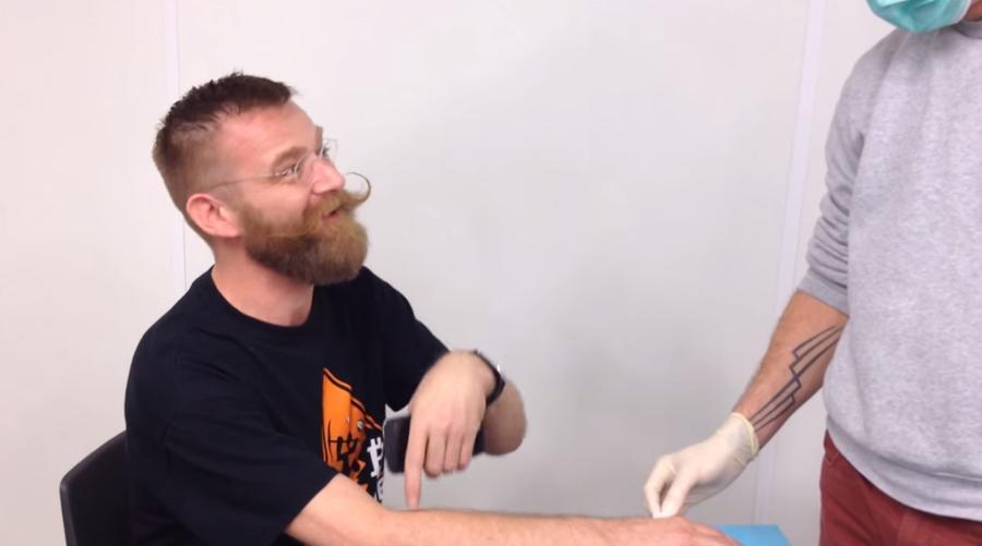 Всё своё ношу с собой: голландец имплантировал под кожу биткоин-кошелёк