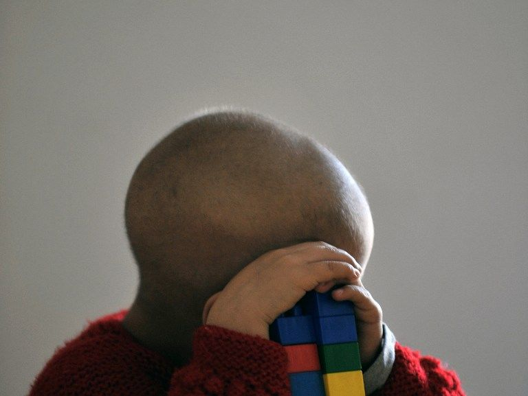 Британка, чтобы не выходить на работу, лгала, что ее ребенок умирает от рака