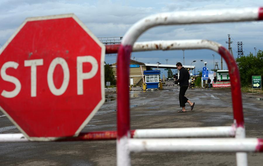 С сегодняшнего дня россияне будут въезжать на Украину только по загранпаспортам