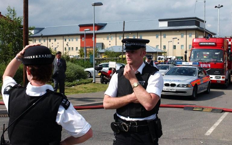Каждый десятый британский полицейский вынужден подрабатывать