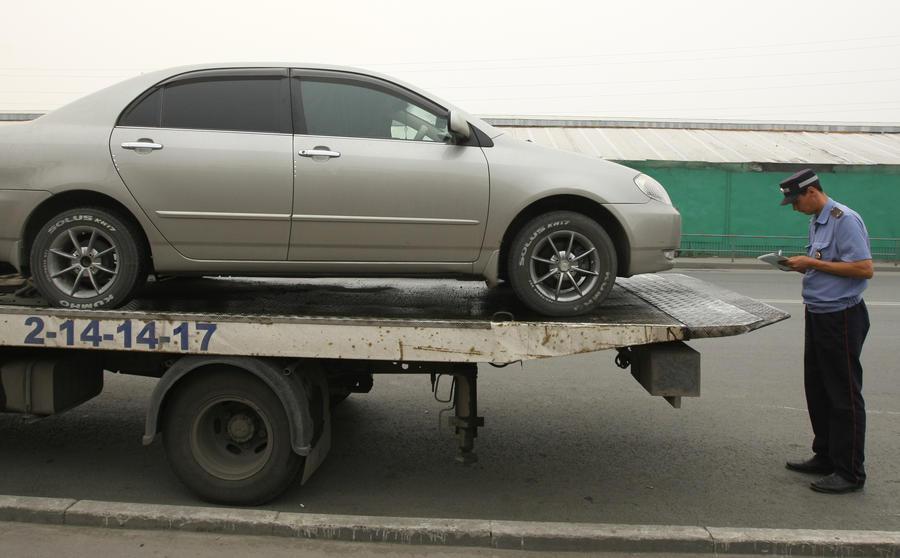 Собянин отменил распоряжение бывшего мэра Лужкова: эвакуация машин будет платной