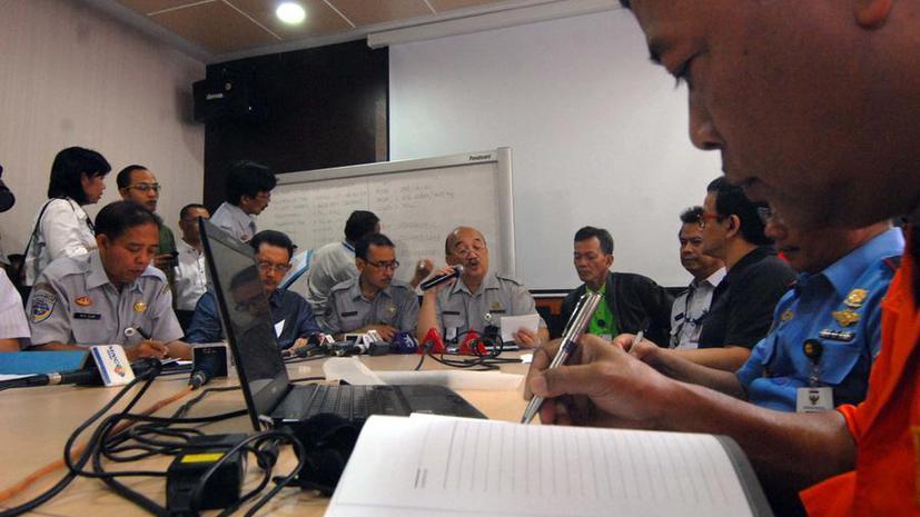 Минтранс Индонезии: Самолёт AirAsia пропал в районе пролива Каримата