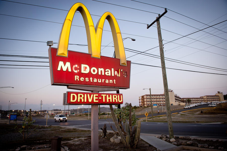 «Несвободная касса»: работники канадского McDonald's жалуются на рабские условия труда