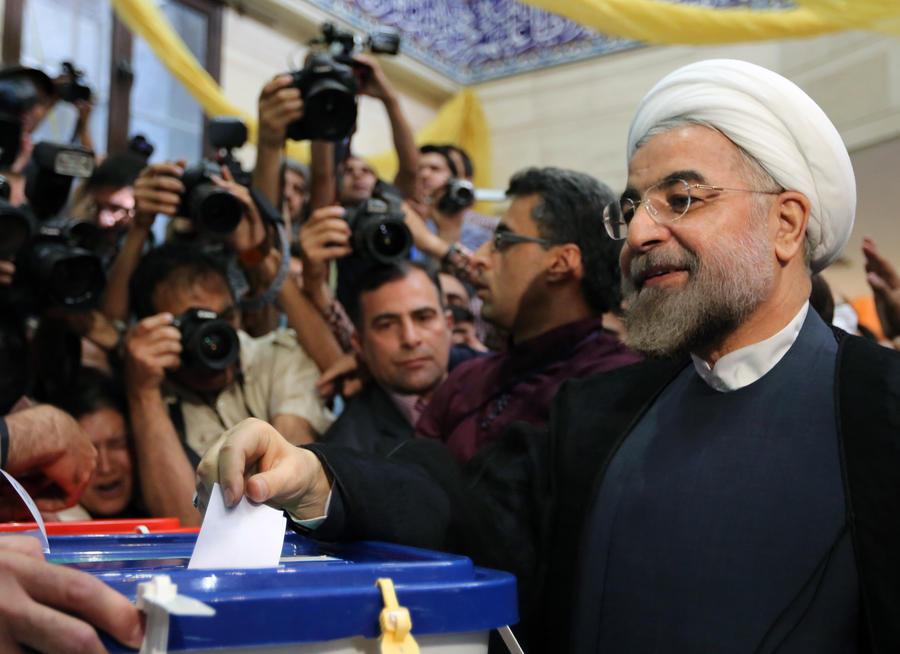 Президентские выборы в Иране: Высший руководитель Али Хаменеи проголосовал одним из первых