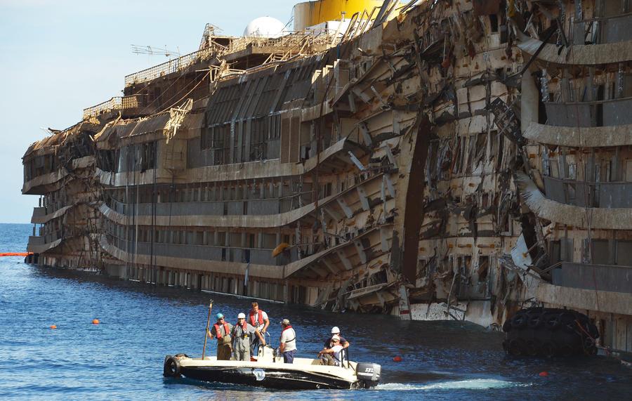 В ходе работ по подъёму Costa Concordia погиб водолаз