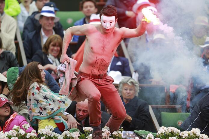 Противники однополых браков попытались сорвать мужской финал Roland Garros