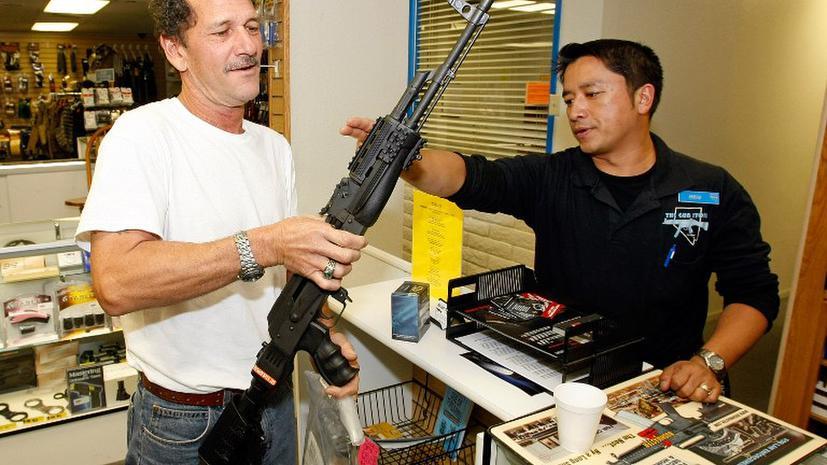 Переизбрав Обаму, американцы кинулись скупать автоматы Калашникова