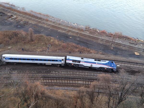 В Нью-Йорке с рельсов сошёл поезд: четверо погибших, десятки пострадавших