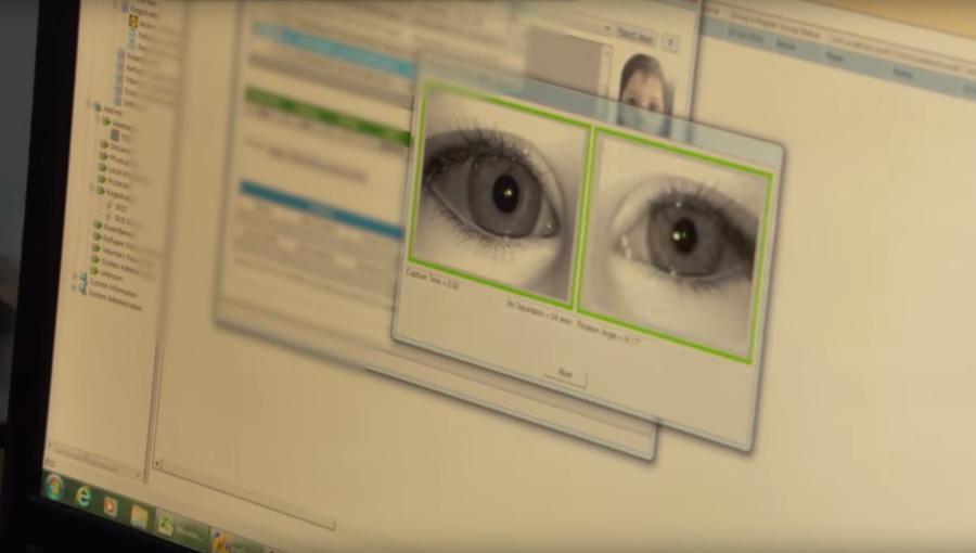 В мгновение ока: беженцы в Иордании расплачиваются в супермаркетах с помощью сканирования глаза