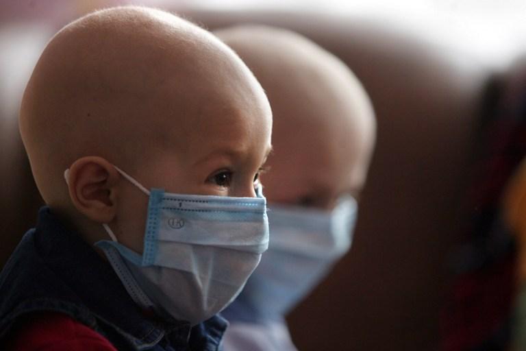 Британка ради получения пособий внушила сыну, что он умирает от рака