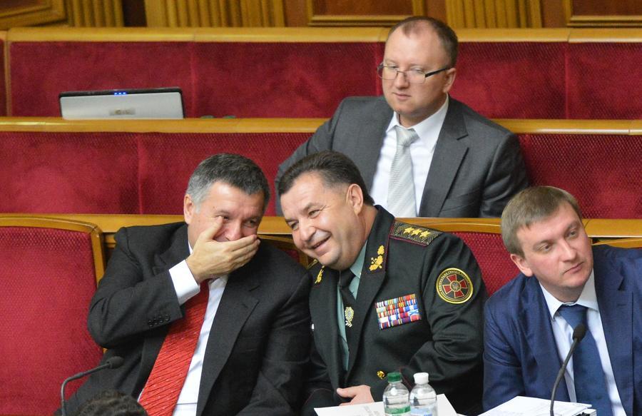 Юго-север Луганска: новый министр обороны Украины Полторак может стать достойной заменой Гелетею
