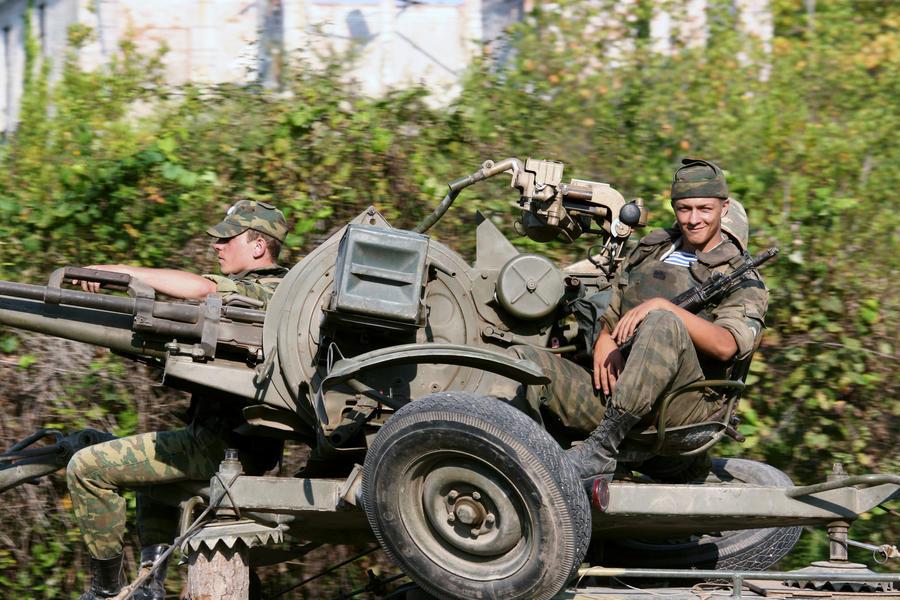 Эксперт: Просьбами о вводе миротворцев Пётр Порошенко пытается укрепить свои слабеющие позиции
