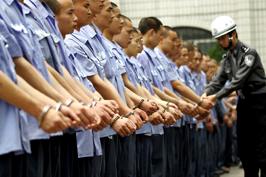 Китайские рабочие отправили американцам мольбу о помощи в посылке