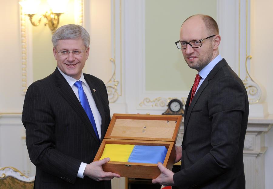 Яценюк: Украина готова занять место России в «Большой восьмёрке»
