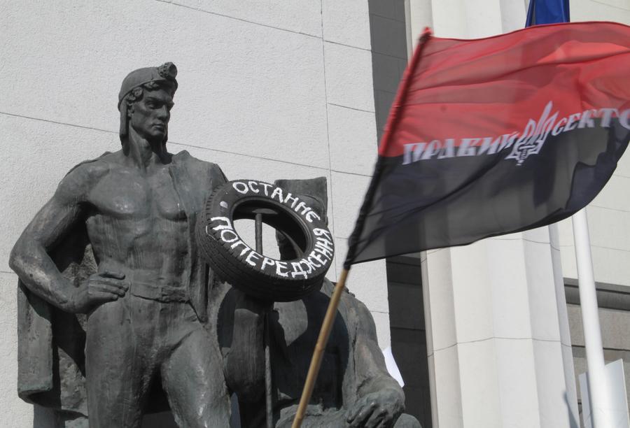 Боевики «Правого сектора» высадились под Славянском и двигаются в сторону города