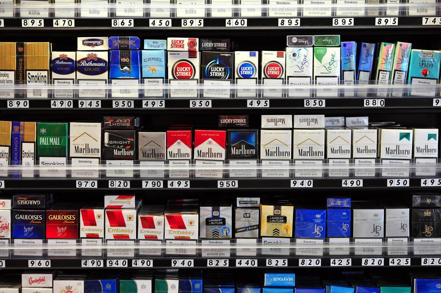 Тотальный запрет: британцам, родившимся после 2000 года, не будут продавать сигареты