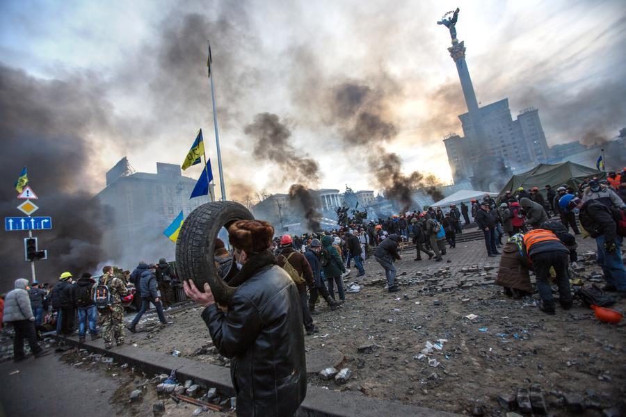 Ночь и день на киевском Майдане глазами фотографов