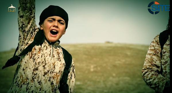 Террористы ИГ распространили видео казни предполагаемого шпиона МОССАДа, осуществляемой ребёнком