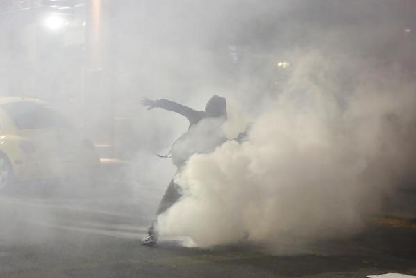 Полицейские применили слезоточивый газ против демонстрантов в Калифорнии