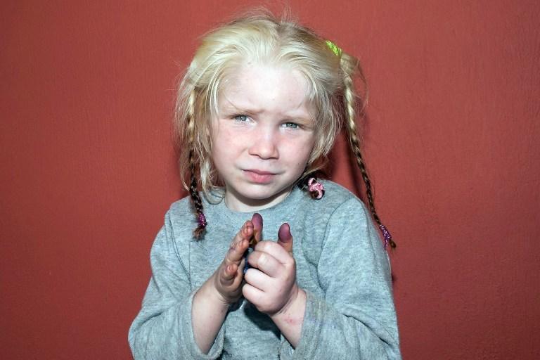 Тайна белокурой девочки в Греции раскрыта: болгарская мать отдала её цыганам из-за нищеты