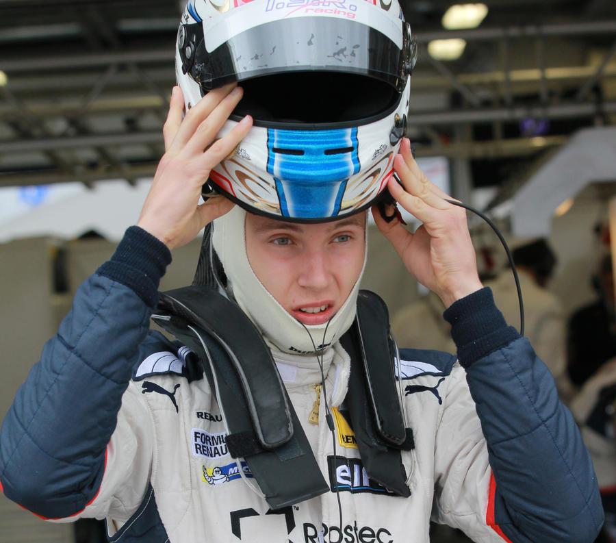 17-летний российский автогонщик подписал контракт с командой «Формулы-1»