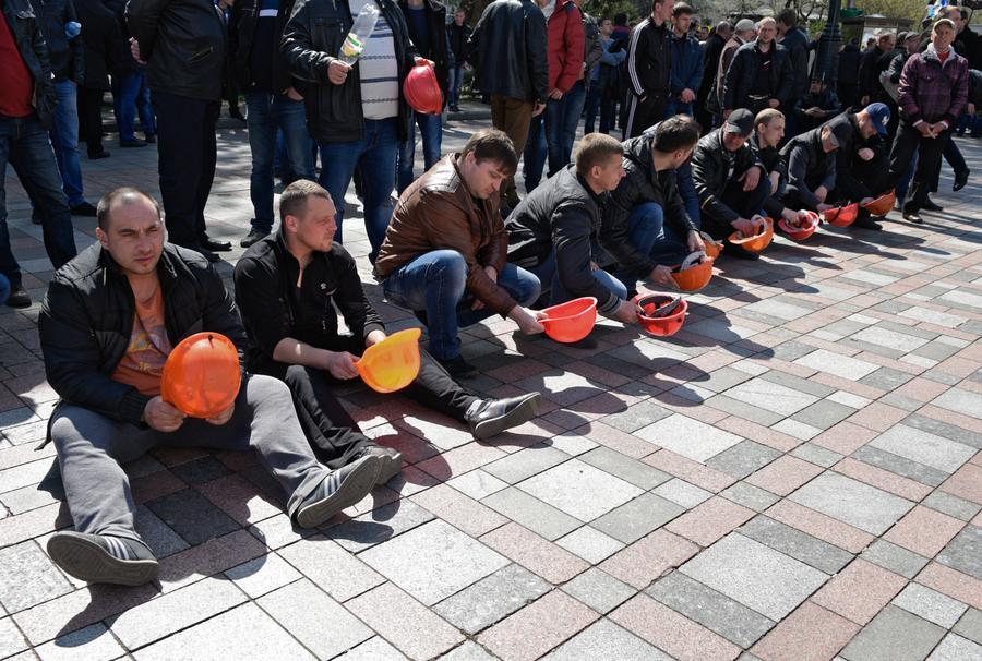 На митингующих в Киеве шахтёров напали националисты «Правого сектора»