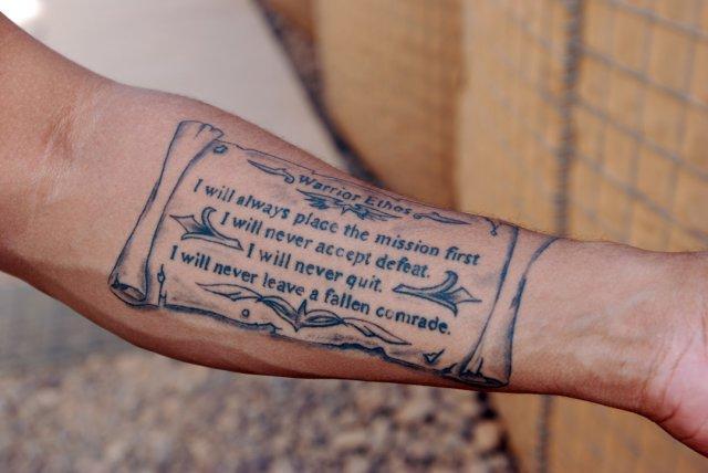 Военнослужащим США разрешили носить косички и делать татуировки