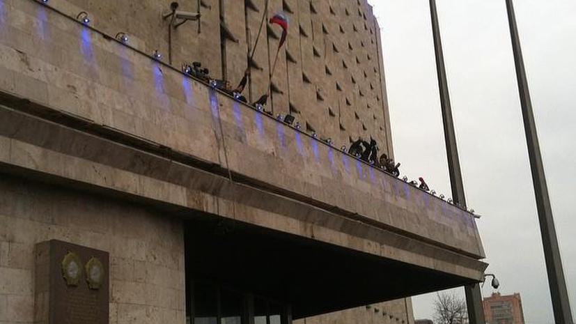 Участники митинга в Донецке вновь взяли под контроль здание областной администрации