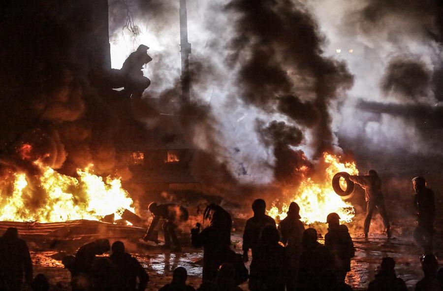 Эксперт: Происходящее в Киеве - это попытка Запада устроить «цветную революцию»