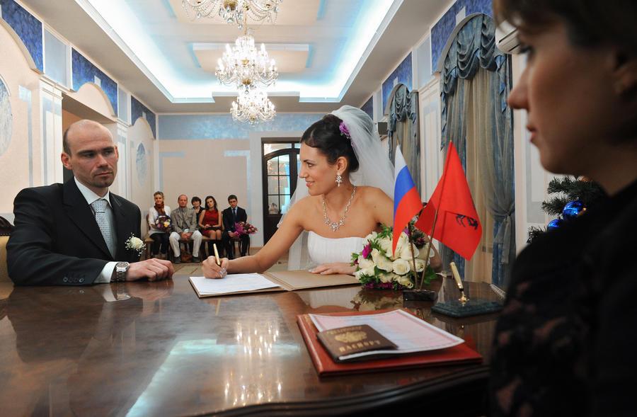 СМИ: Сожительство могут приравнять к законному браку