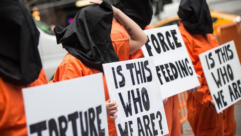 Скандал в Гуантанамо: офицер отказался принудительно кормить узников тюрьмы