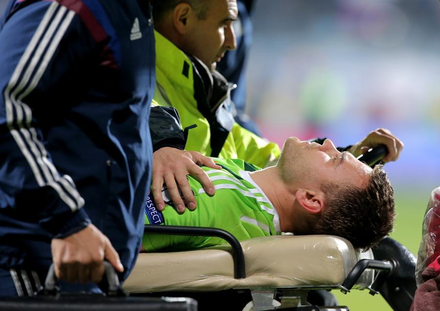 Вратарь сборной РФ по футболу Игорь Акинфеев госпитализирован из-за попадания файера в голову