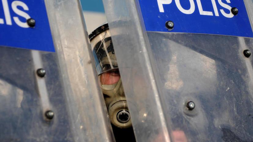 Турецкая полиция применила газ и водометы для разгона противников закона о контроле в интернете